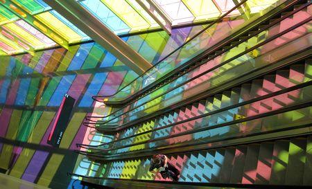 Photo: Couleurs du Palais des congres, escaliers mécaniques