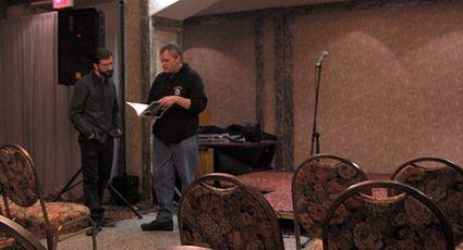 Photo: Eric Gauthier et Larry Stewart en discussion