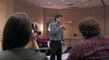 Eric Van introduisant le Kirk Poland